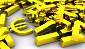 Златни EURO символ близо до купчина златни кюлчета