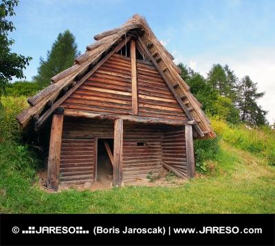 A Celtic дървена къща, Havranok, Словакия