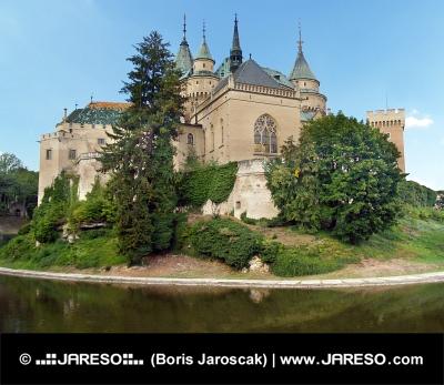 Южната страна на замъка Bojnice, Словакия
