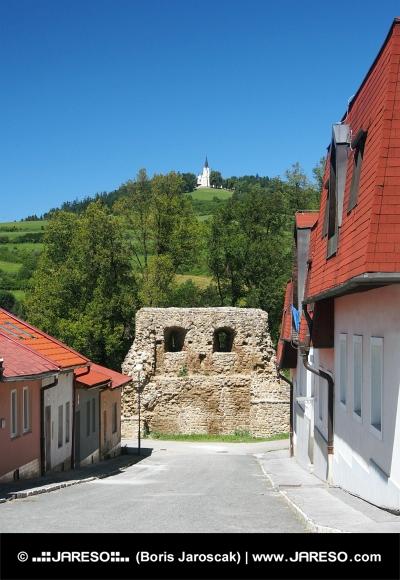 Улица с укрепление и Marian Hill в Levoca