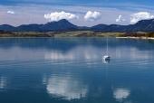 Дълбоките води на Липтовска Мара през лятото