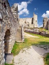 Вътрешните работи на замъка на Beckov, Словакия