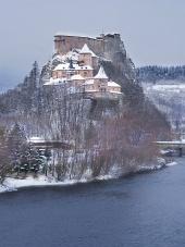 Famous Орава Castle през зимата