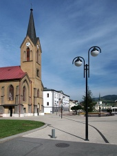 Евангелската църква в Dolny Kubin на лятото