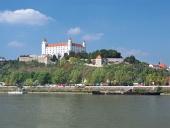 Река Дунав и замъкът в Братислава