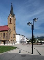 Den evangeliske kirke i Dolny Kubin ved sommer