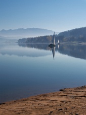 Tidlig morgen ved Orava reservoir