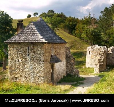 Eingang zum Sklabina Castle, Slovakia