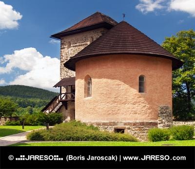 Massiver Bastei und Festung der Burg von