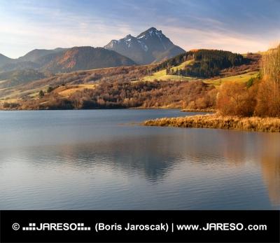 Besenova Reservoir und Choc bei Sonnenuntergang