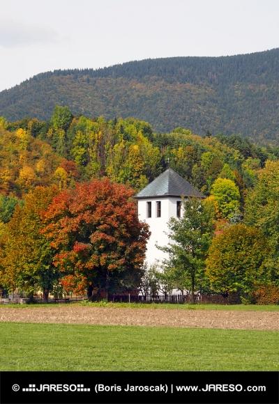 Turm der Kirche in Liptovska Sielnica, Slowakei