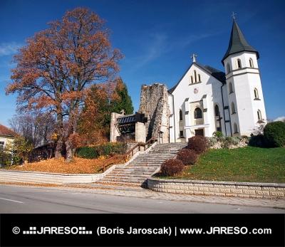 Gotische Kirche in der Mosovce, Slowakei