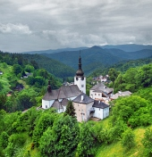 Ein bewölkter Blick auf Kirche der Verklärung, Spania Dolina
