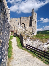 Die Innenwände der Burg Beckov, Slowakei