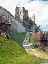 Befestigungsanlage und die Kapelle des Schlosses von Beckov, Slowakei