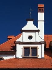 Einzigartige mittelalterliche Dach mit Schornstein