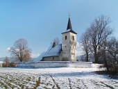Winter-Ansicht von All Saints Church in Ludrová