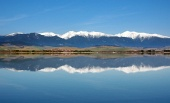 Reflexion der schneebedeckten Berge Rohace
