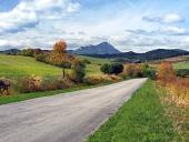 Straße bei Bobrovnik und Choc, Slowakei