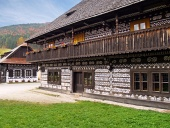 Einzigartige Häuser in Volks Cicmany, Slowakei
