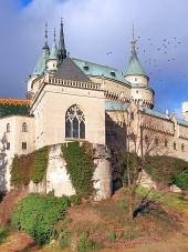 Kapelle von Schloss Bojnice im Herbst