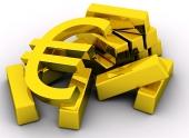 Χρυσή σύμβολο του ευρώ κοντά σωρό ράβδους χρυσού