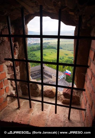 Μια άποψη μέσα από ένα παράθυρο παραγραφεί, Lubovna κάστρο