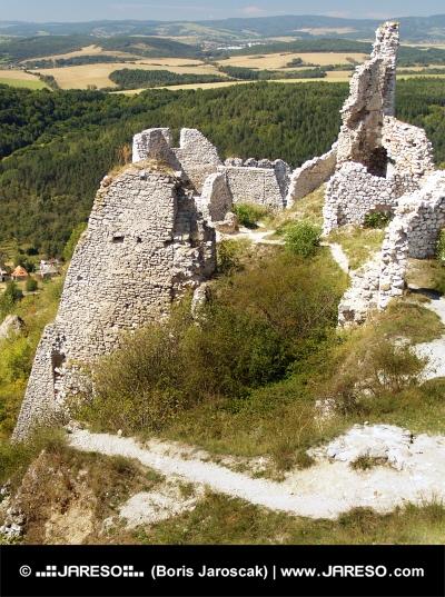 Η θέα από το κάστρο του Čachtice