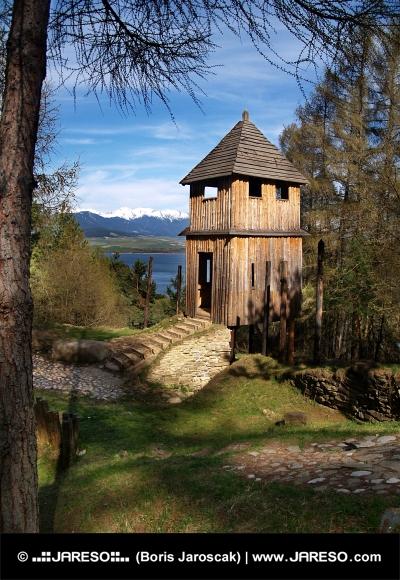 Αρχαία ξύλινη οχύρωση σε Havranok μουσείο