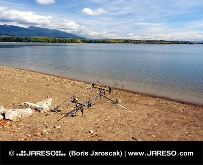 Καλάμια ψαρέματος στο Liptovska Mara, Σλοβακία