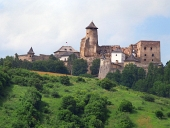 Ένας λόφος με το κάστρο του Lubovna, Σλοβακία