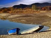 Δύο βάρκες και Liptovska Μάρα λίμνη, Σλοβακία