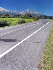 Road to High Tatras σε σαφή ημέρα του καλοκαιριού