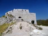 Ογκώδη τείχη της Cachtice Κάστρο, τη Σλοβακία