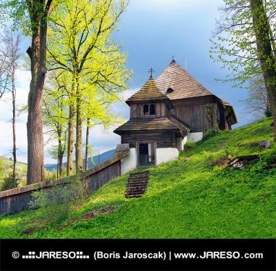 Una iglesia UNESCO raro en Leštiny, Eslovaquia