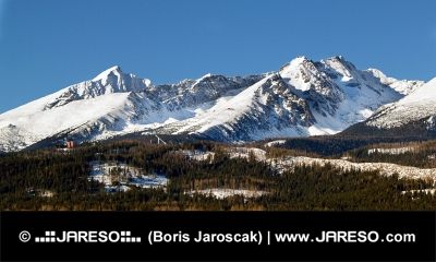 Picos de invierno de las montañas del Alto Tatra en Eslovaquia