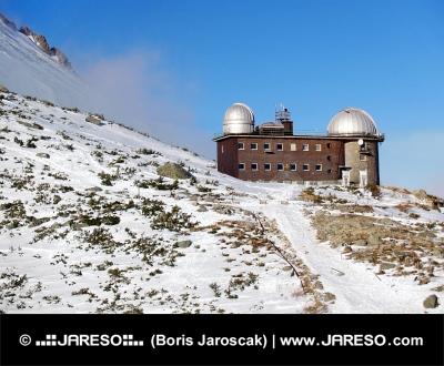 Observatorio en Rocky Mountain Lake High Tatras, Eslovaquia