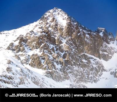 Invierno vista del pico Lomnicky (Lomnicky pico)