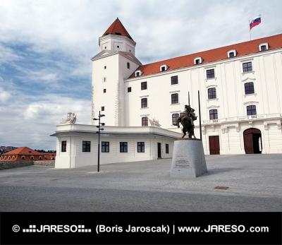 Patio principal del castillo de Bratislava, Eslovaquia
