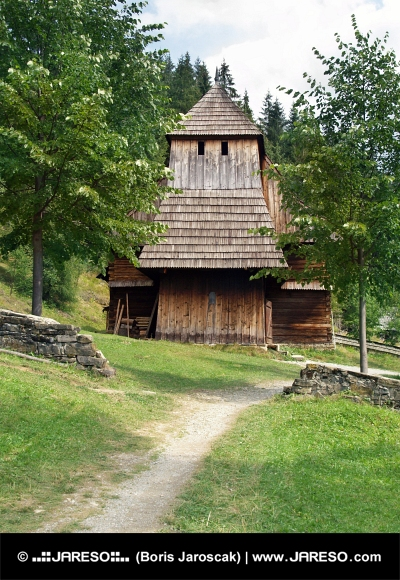 Iglesia de madera rara en Zuberec
