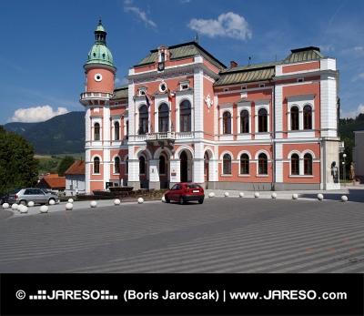 Ayuntamiento en Ruzomberok, Eslovaquia