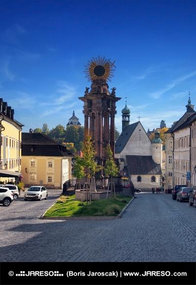 Calle en Banska Stiavnica, ciudad de la UNESCO