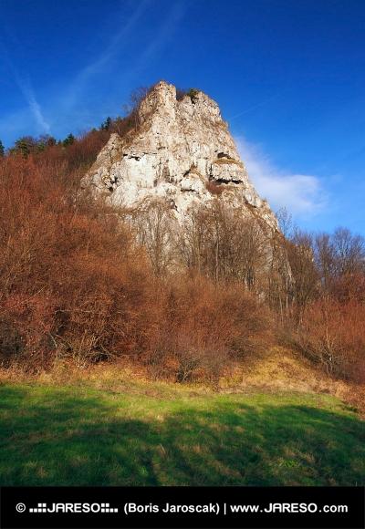 Opinión del otoño de Ostra Skala, Eslovaquia
