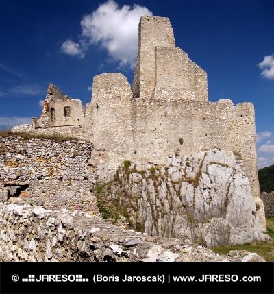 El castillo de Beckov, Eslovaquia