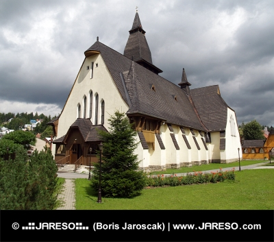 Iglesia de Santa Ana, Oravska Lesna, República Eslovaca