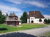 Torre de madera y casa solariega en Pribylina, Eslovaquia