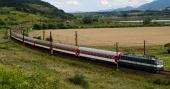 Tren rápido en la región de Liptov, Eslovaquia