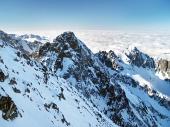 Pico de ruedas (protector de la rueda) en High Tatras en invierno