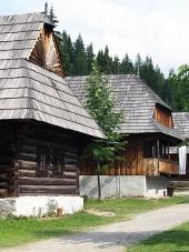 Casas populares en el museo Zuberec