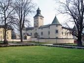 Castillo Thurzo en Bytca durante la primavera